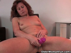 Mature woman uses her dildo to make her mature pussy cumming sweet